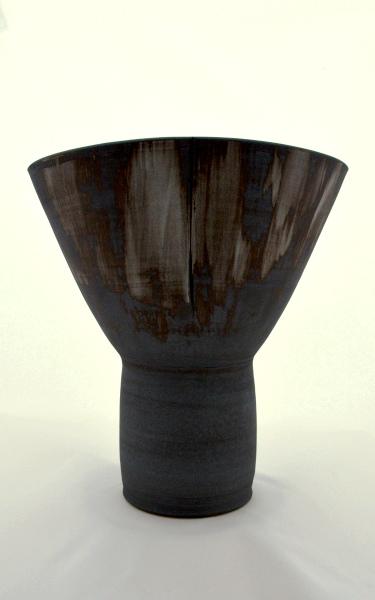 brede-zwarte-vaas-maanpot-keramiek