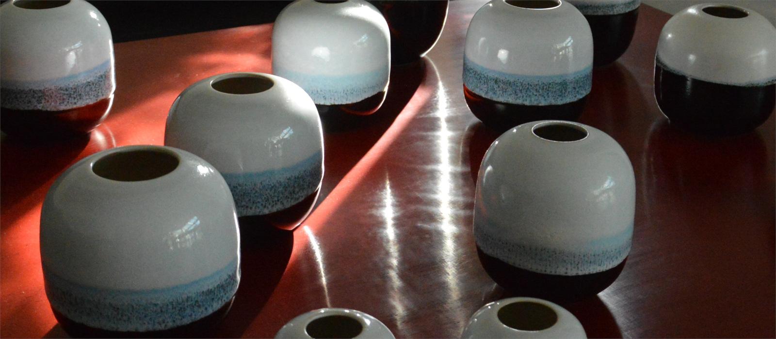 zwart-witte-vaas-handgedraaid-keramiek